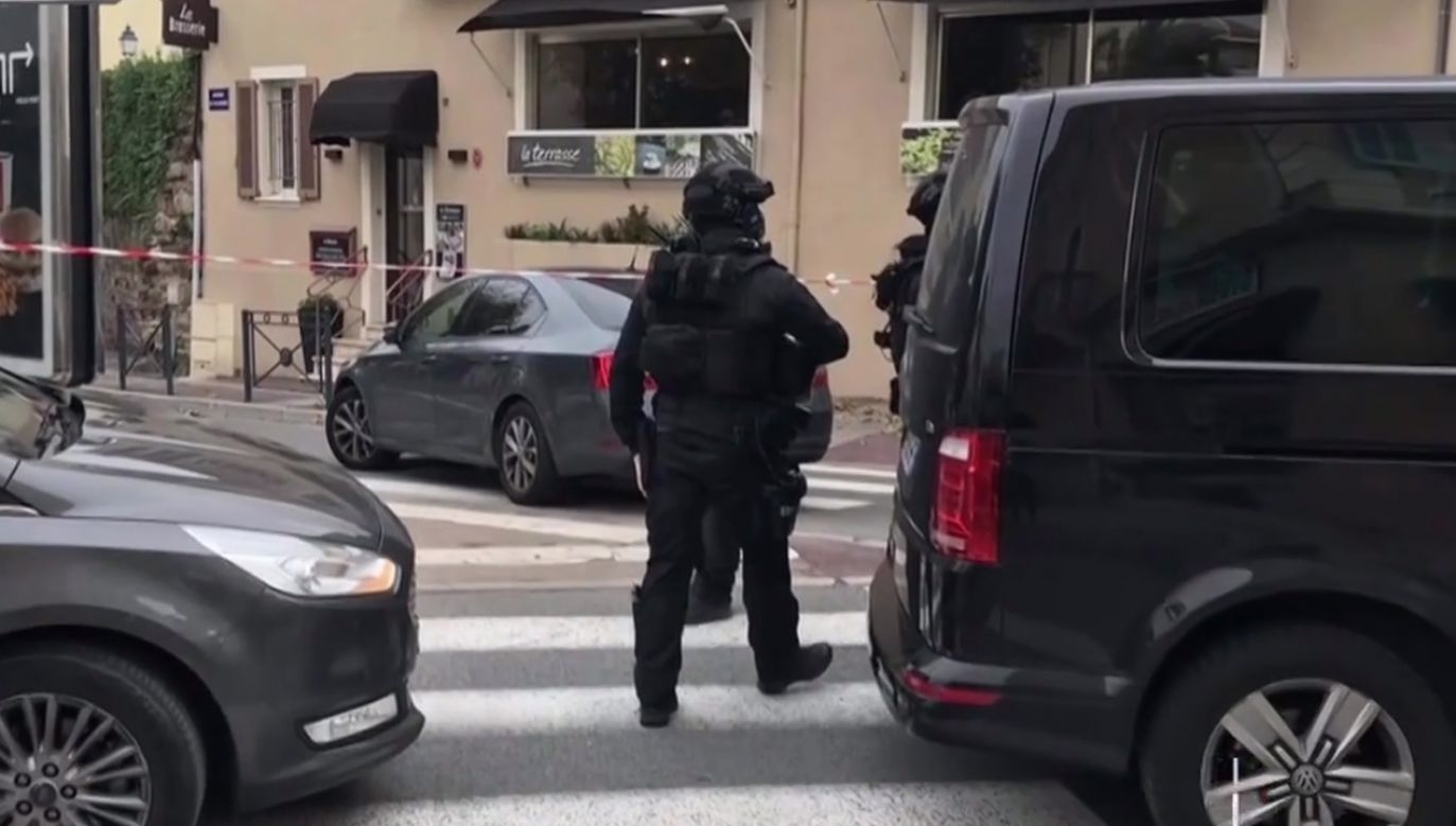 Na miejsce przybyli funkcjonariusze specjalnej jednostki policji RAID (fot. TVP info)