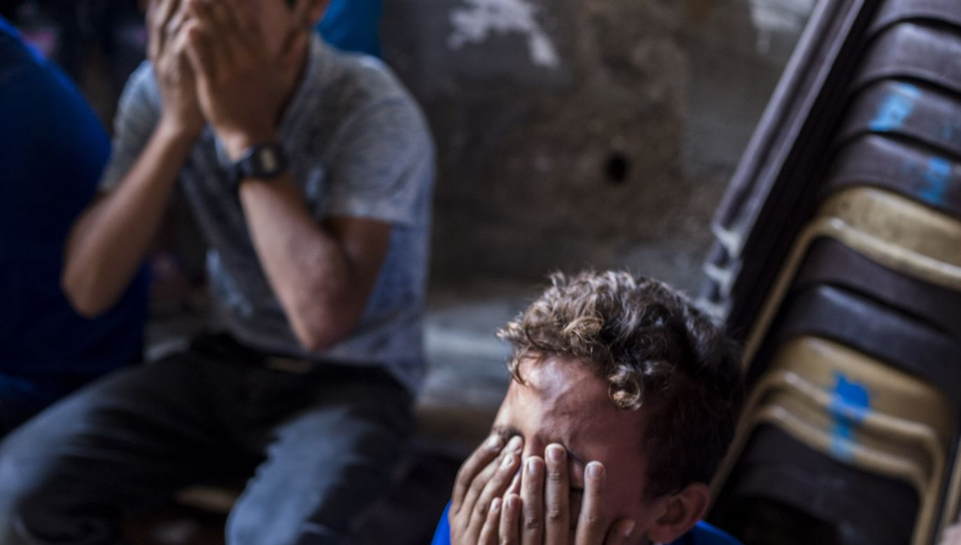 U nastolatków, które w dzieciństwie doświadczyły więcej przemocy, połączenia między badanymi obszarami mózgu były słabsze (Getty Images/LightRocket /Mahmoud Issa/SOPA Images)