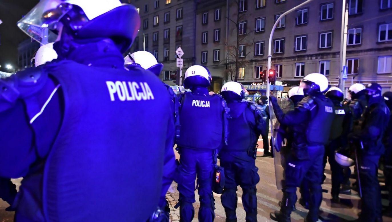 Policja podczas sobotniej demonstracji (fot. PAP/Andrzej Lange)