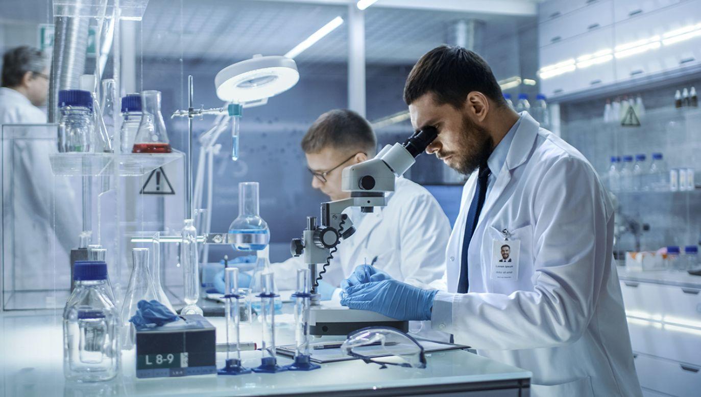 Naukowcy od dawna poszukiwali cząsteczki, która wywołuje tę chorobę (fot.  Shutterstock/Gorodenkoff)