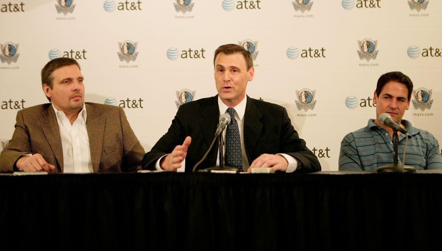 Donnie Nelson (L), Rick Carlisle (Ś) i Mark Cuban współpracują już od 12 lat (fot. Getty Images)