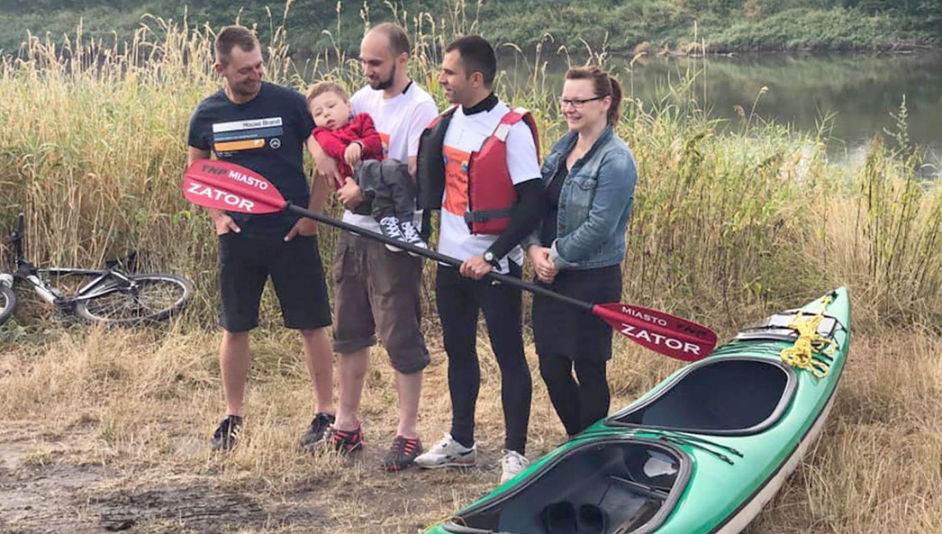 Marek Mroczek i Rafał Kluska swoją wyprawę połączyli ze zbiórką charytatywną z której pieniądze zostaną przeznaczone na leczenie chłopca (fot. FB/PokonacWisle)