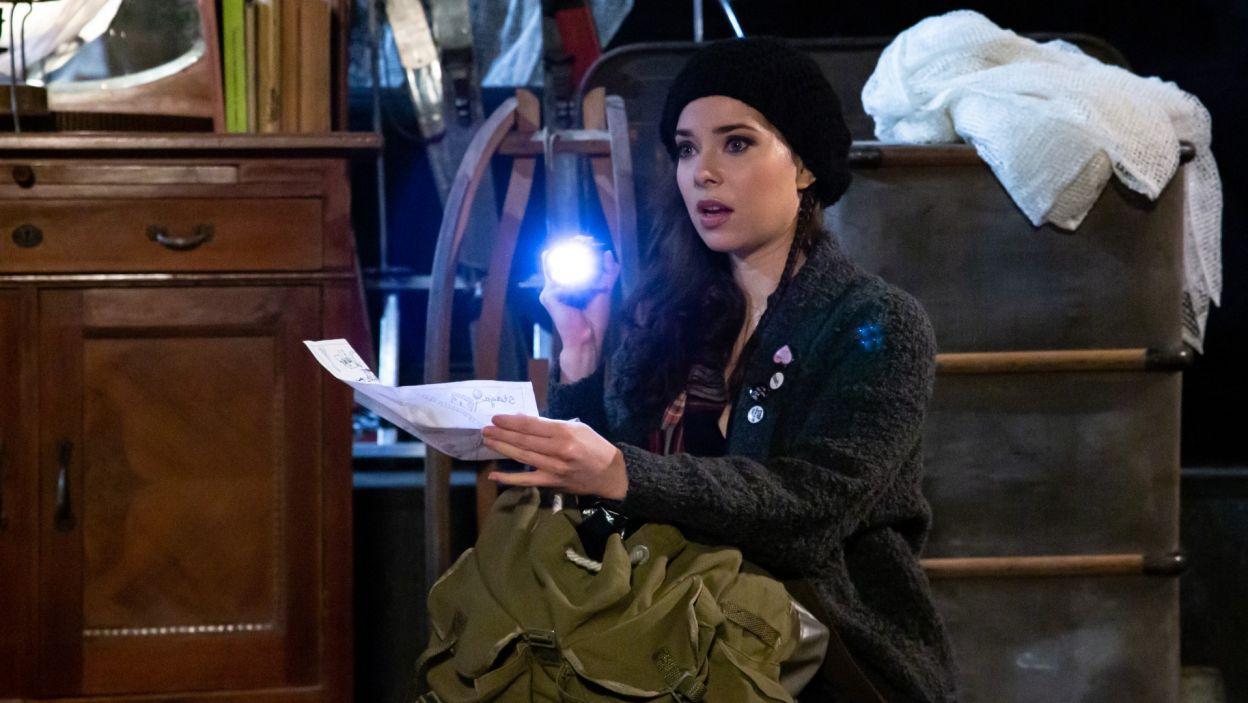 Niespodziewanie w domu Kohoutka pojawia się Aktualna Kobieta; w tej roli Maria Pawłowska (fot. Sylwia Penc)