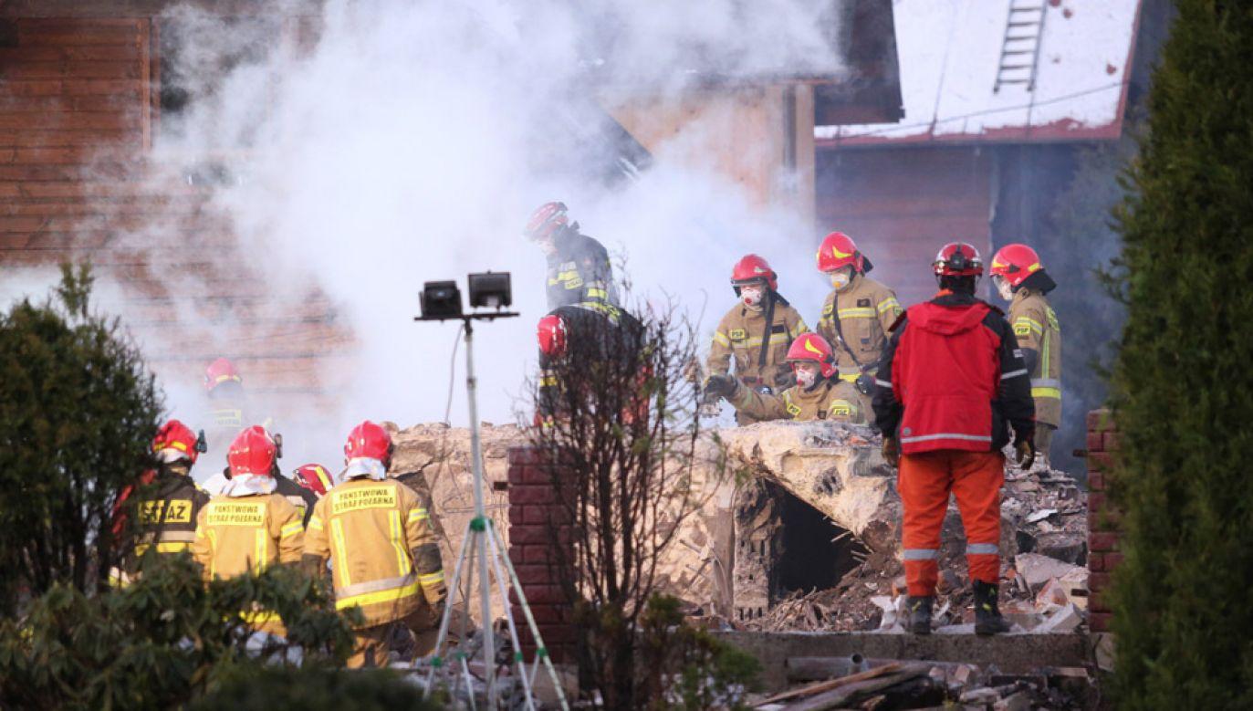 Wybuch spowodował pożar i zawalenie się trzykondygnacyjnego domu (fot. PAP/Andrzej Grygiel)