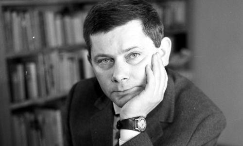 Luty 1963 roku. Zbigniew Herbert. Fot. PAP/CAF/Marek Langda