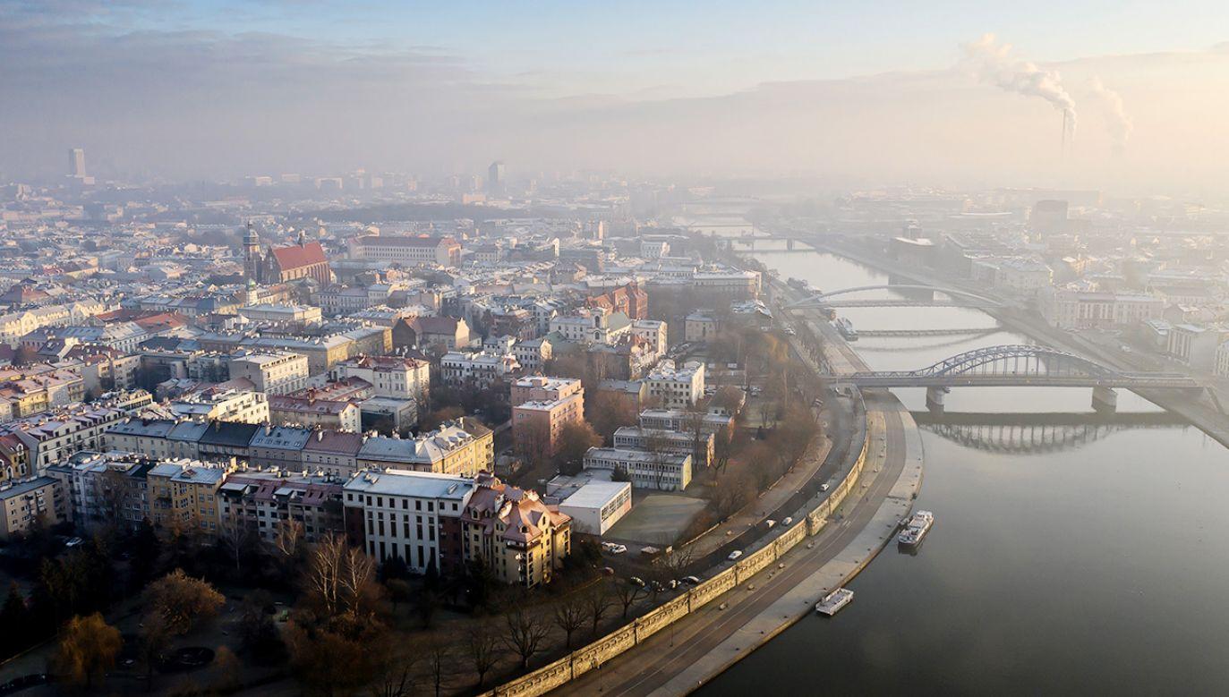 W Polsce smog jest zauważalny w innych warunkach atmosferycznych niż w Wielkiej Brytanii (fot. PAP/Łukasz Gągulski)