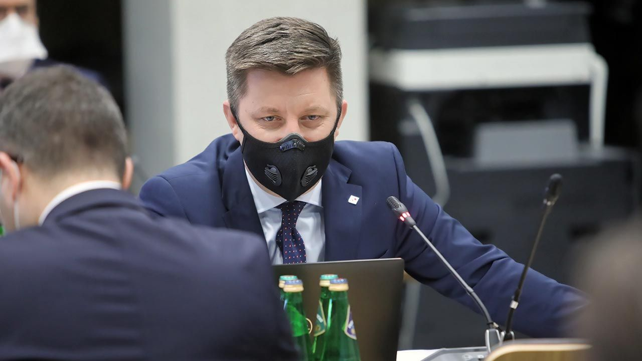 Szef KPRM Michał Dworczyk o szczepionkach przeciw COVID-19 (fot. PAP/Wojciech Olkuśnik)