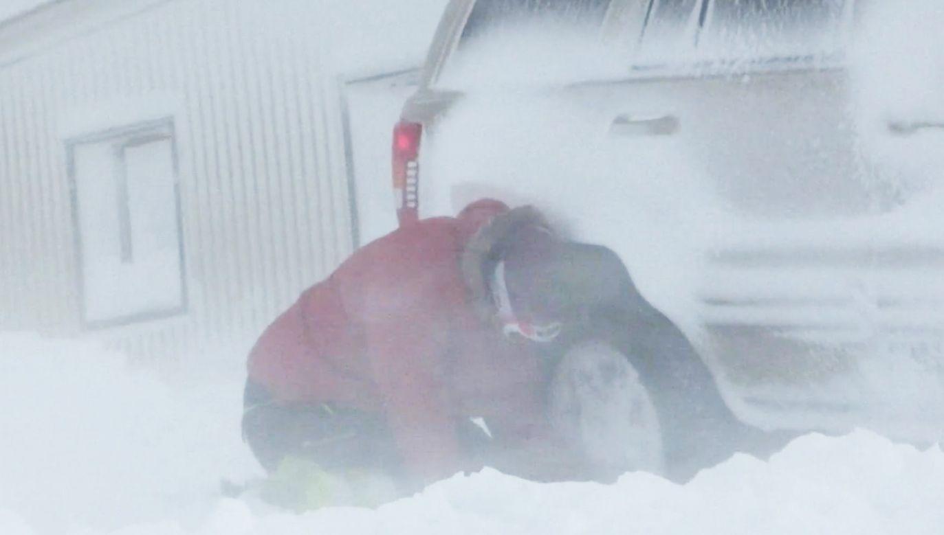 Śnieg zablokował drogi w północnej Islandii (fot. ISRUV - RIKISUTVARPID)