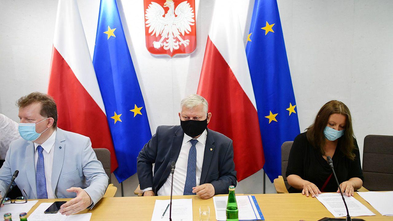 Sejmowa komisja kultury i środków przekazu debatowała nad projektem nowelizacji ustawy o radiofonii i telewizji (fot. PAP/Marcin Obara)