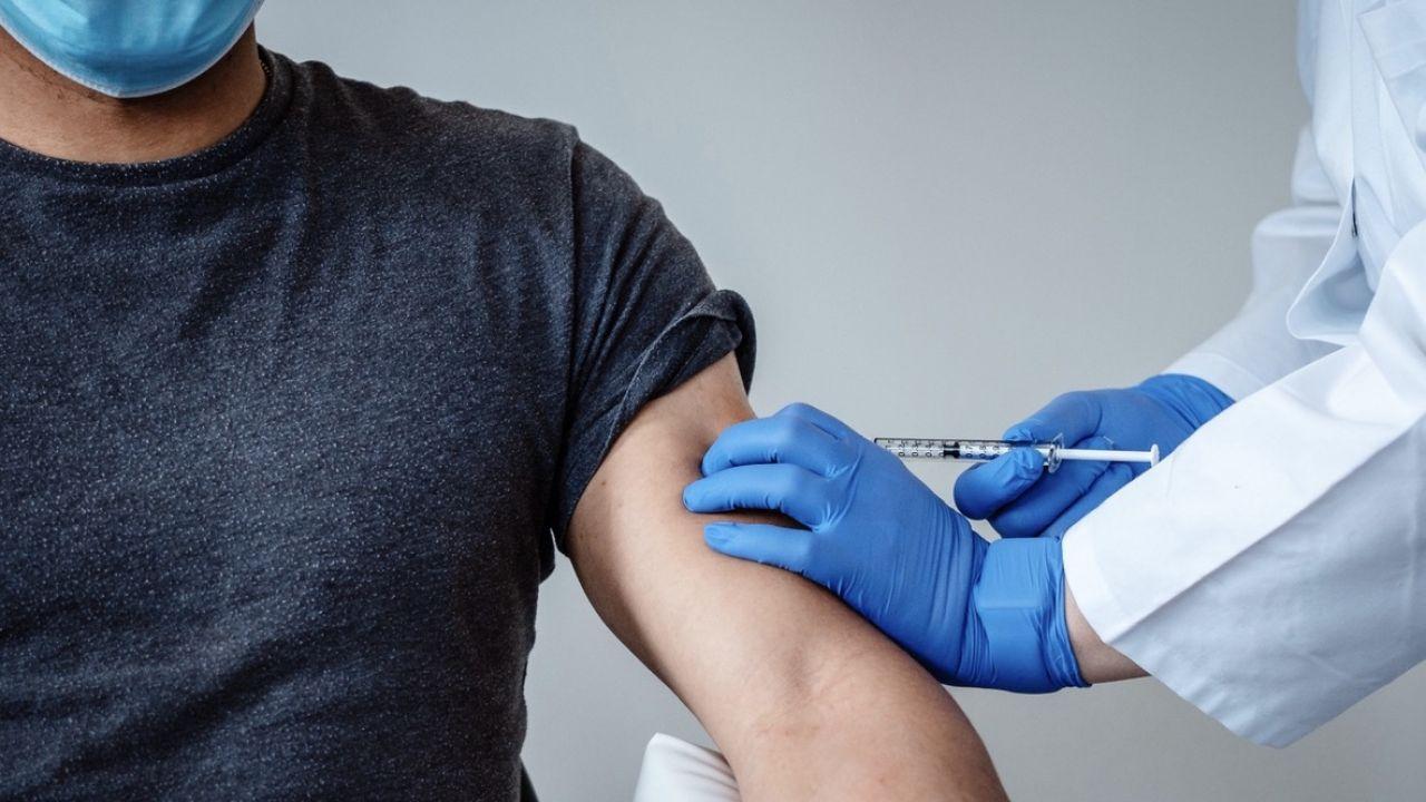 Szczepionek przeciwko COVID-19 będzie tyle, że każdy Polak będzie mógł się zaszczepić – zapewnia resort zdrowia  (fot. PAP/EPA/BIONTECH SE/HANDOUT)