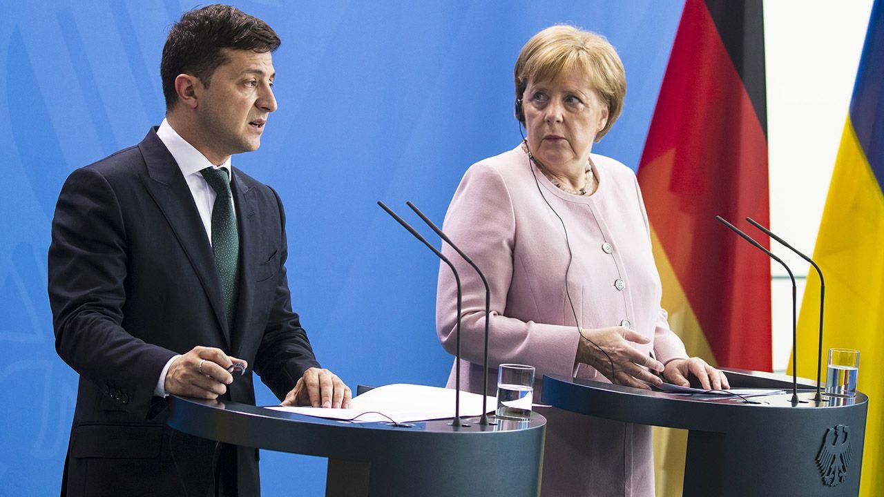 """Jak jednak przypomniał prezydent Ukrainy, Merkel obiecała mu, że ukraińskie gazociągi nadal będą """"pełne gazu"""" (fot. Emmanuele Contini/NurPhoto via Getty Images)"""