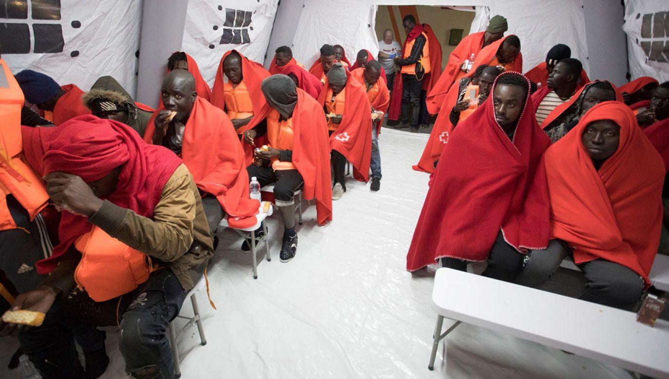 Europa zmaga się z kryzysem migracyjnym (fot. PAP/EPA/Miguel Paquet)