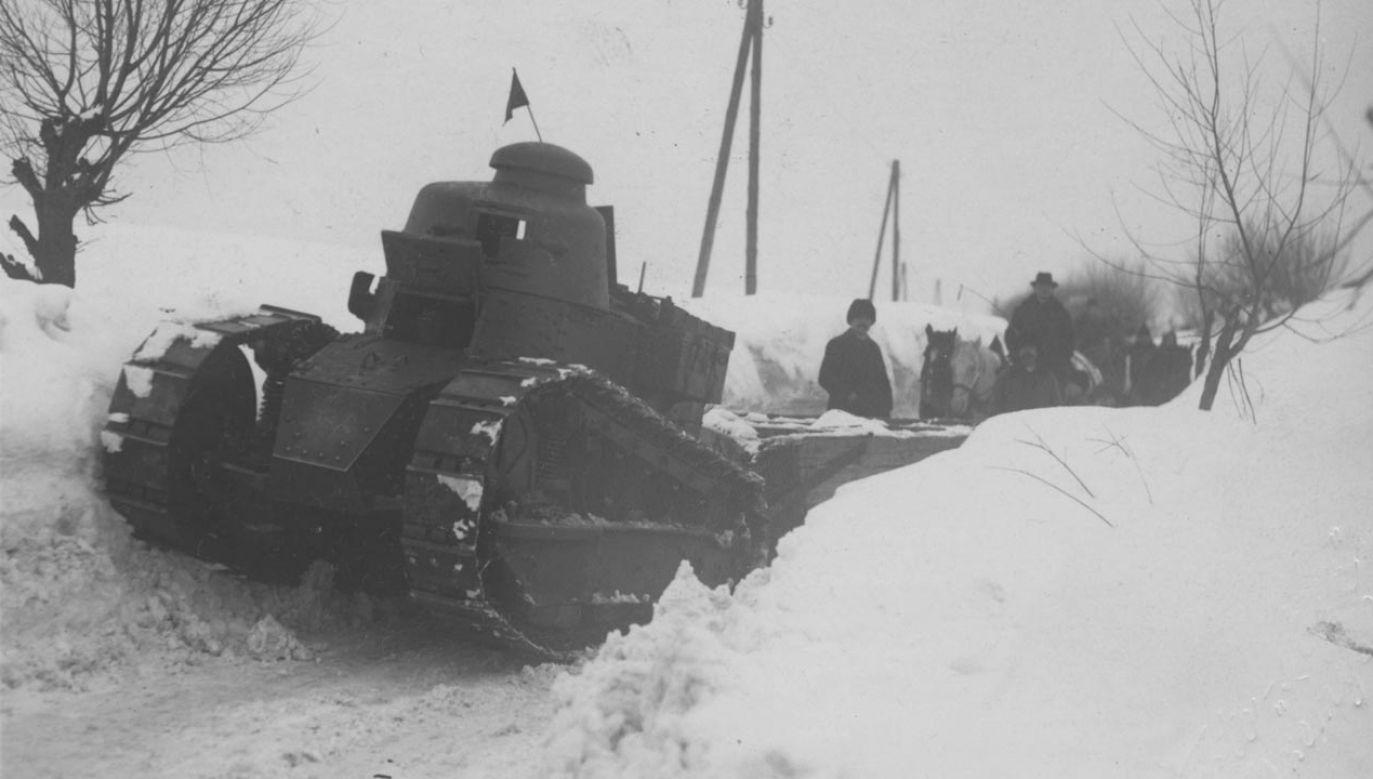 W 1929 r. do odśnieżania użyto m.in. czołgów (fot. Narodowe Archiwum Cyfrowe)