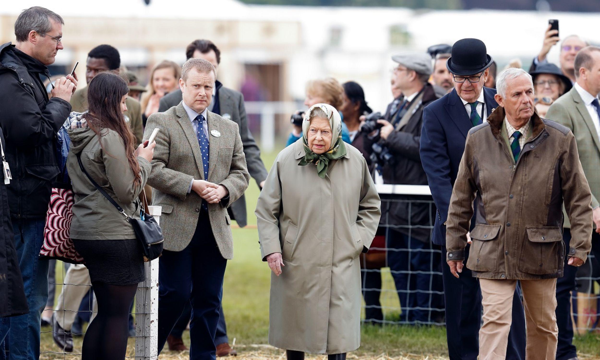 Wellingtonki nosi brytyjska królowa Elżbieta II, zwłaszcza w czasie pokazów koni. Fot. Max Mumby/Indigo/Getty Images