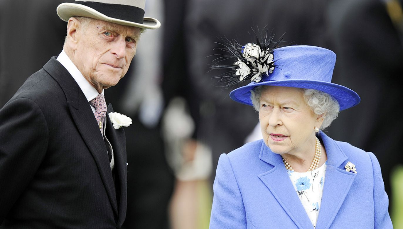 Książę Filip i królowa Elżbieta II (fot. PAP/EPA/FACUNDO ARRIZABALAGA)