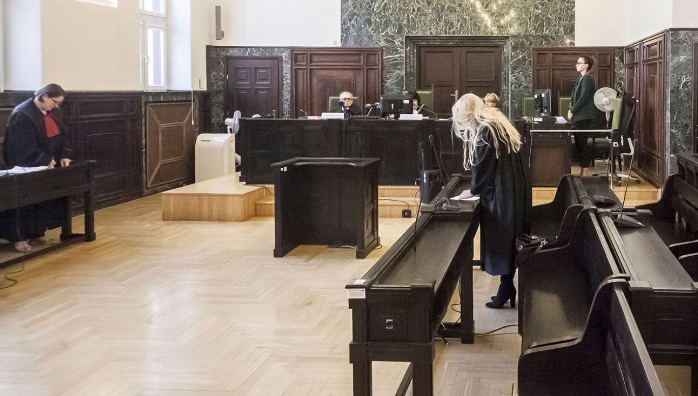 W ocenie śledczych, oskarżeni działali wspólnie i w porozumieniu (fot. PAP/Marcin Onufryjuk, zdjęcie ilustracyjne)