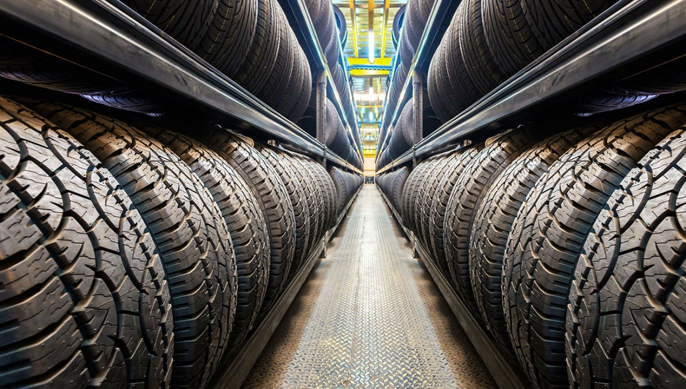 Nowy system etykietowania opon ma mieć również zastosowanie do pojazdów ciężarowych (fot. Shutterstock/SantiPhotoSS)