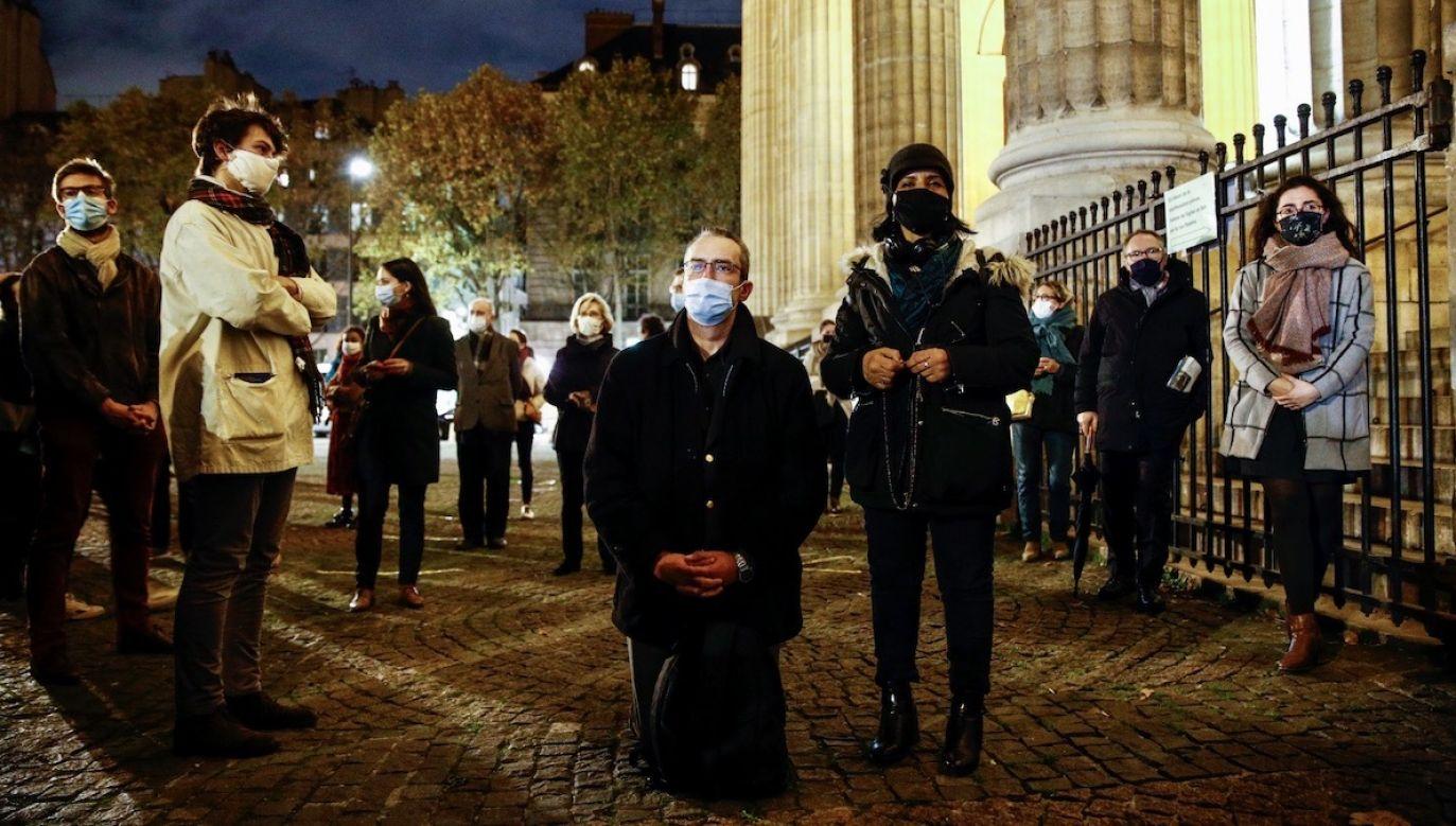 Wierni będą mogli ponownie brać udział w nabożeństwach od 28 listopada (fot. PAP/EPA/YOAN VALAT)