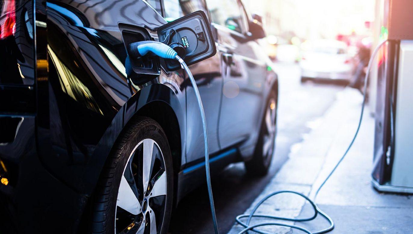 Ponad 11,1 tys. elektrycznych aut osobowych na koniec kwietnia 2020 r. (fot. Shutterstock/guteksk7)