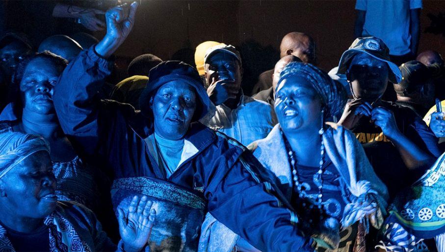 Miliony w RPA rozpaczają po śmierci Madikizeli-Mandeli (fot. PAP/EPA/STR)