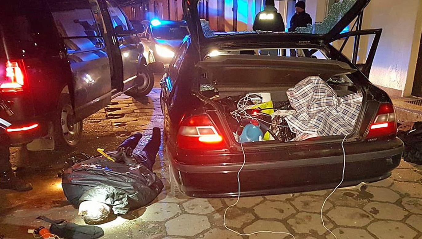 Policjanci nie dali rabusiom ukraść kasety z pieniędzmi (fot. KSP)