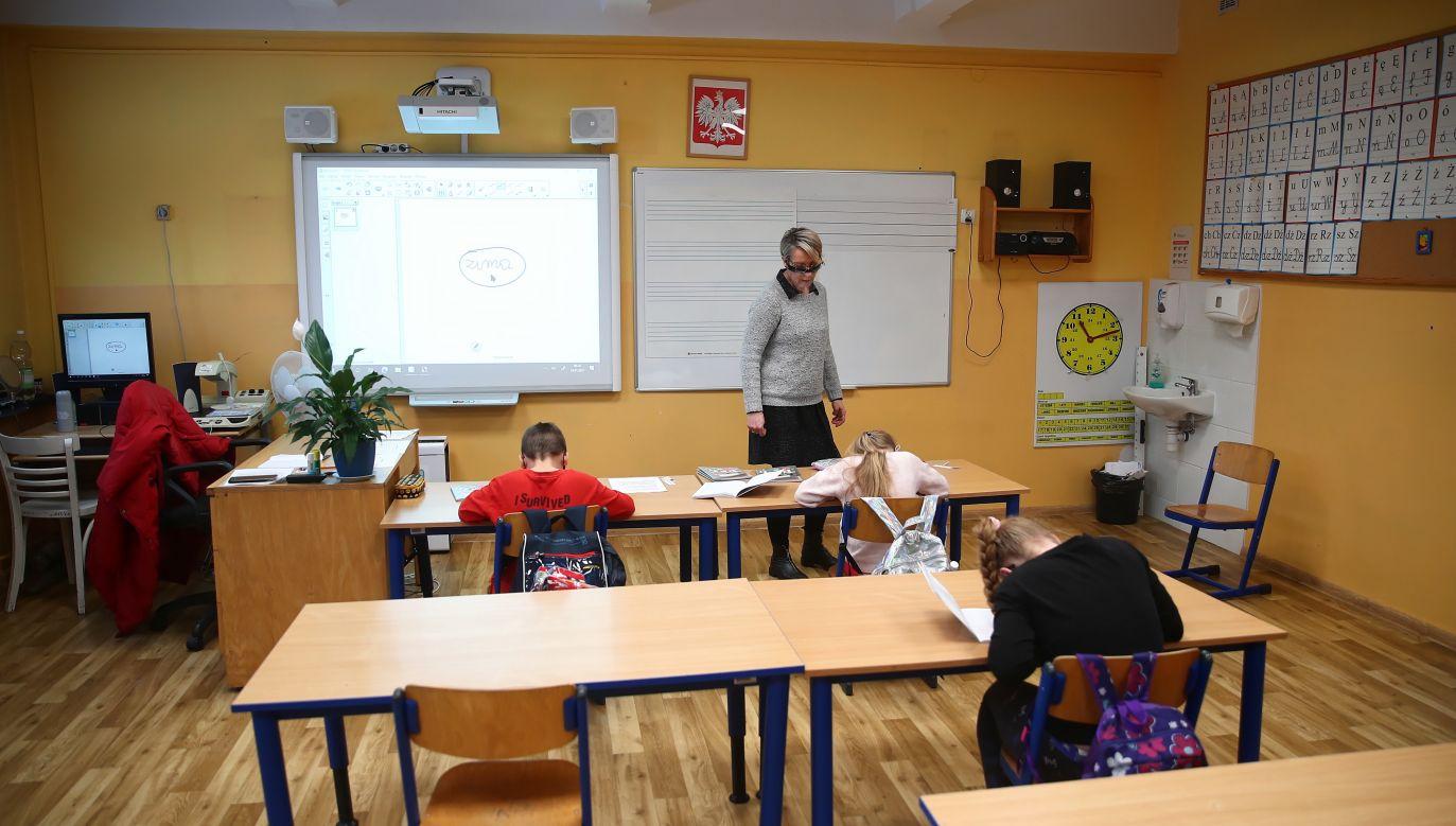 Luzowanie obostrzeń. Czy rząd częściowo otworzy szkoły? (fot. PAP/Łukasz Gągulski)