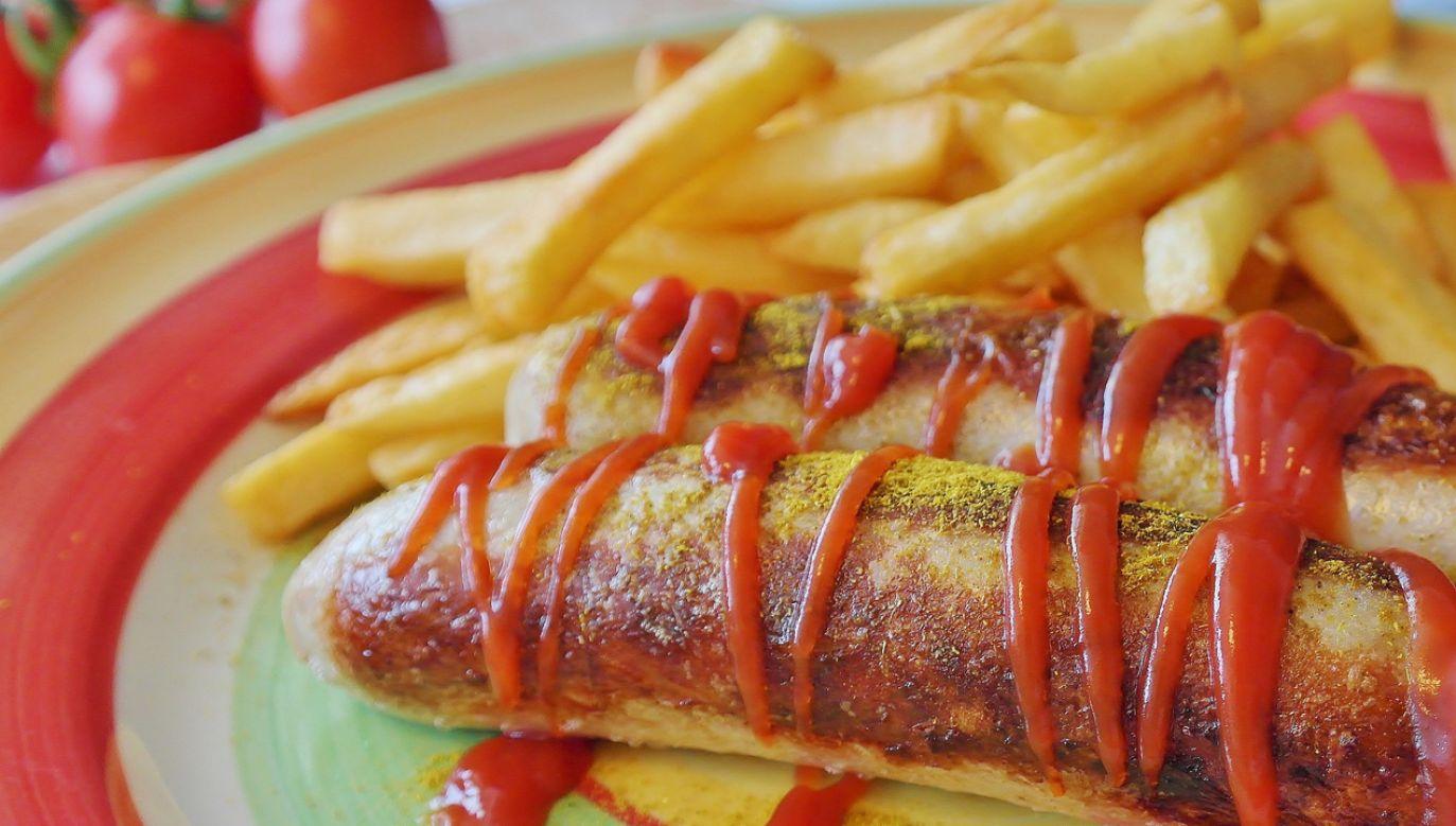 Osoby starające się o zdrowe menu najczęściej rezygnują z tłuszczów i węglowodanów (fot. pixabay/RitaE)
