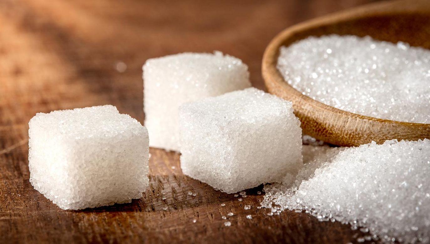 Mniejsze spożycie cukru to mniejsze ryzyko otyłości, a pośrednio również i cukrzycy (fot. Shutterstock/Cozine)