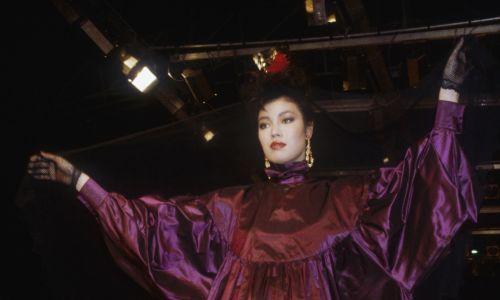 Zachwycił kolorystyczną brawurą. Jesień-zima 1983/84. Fot. Pierre Vauthey/Sygma/Sygma via Getty Images