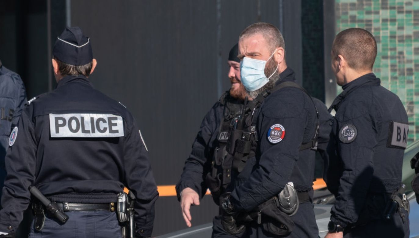 Francuskie służby potwierdziły, że nożownik został zatrzymany (fot. Estelle Ruiz/NurPhoto via Getty Images)