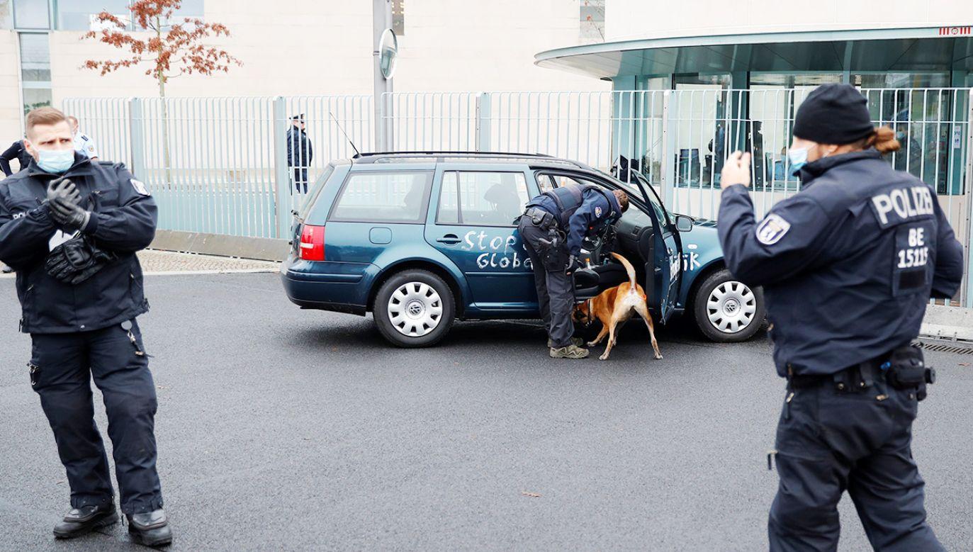 Na miejsce zdarzenia skierowano liczne oddziały straży pożarnej i policji (fot. REUTERS/Fabrizio Bensch)