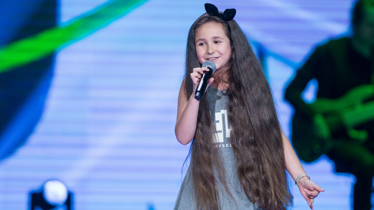 Następna uczestniczka – 9 letnia Karina – zaimponowała nie tylko głosem (fot. TVP)