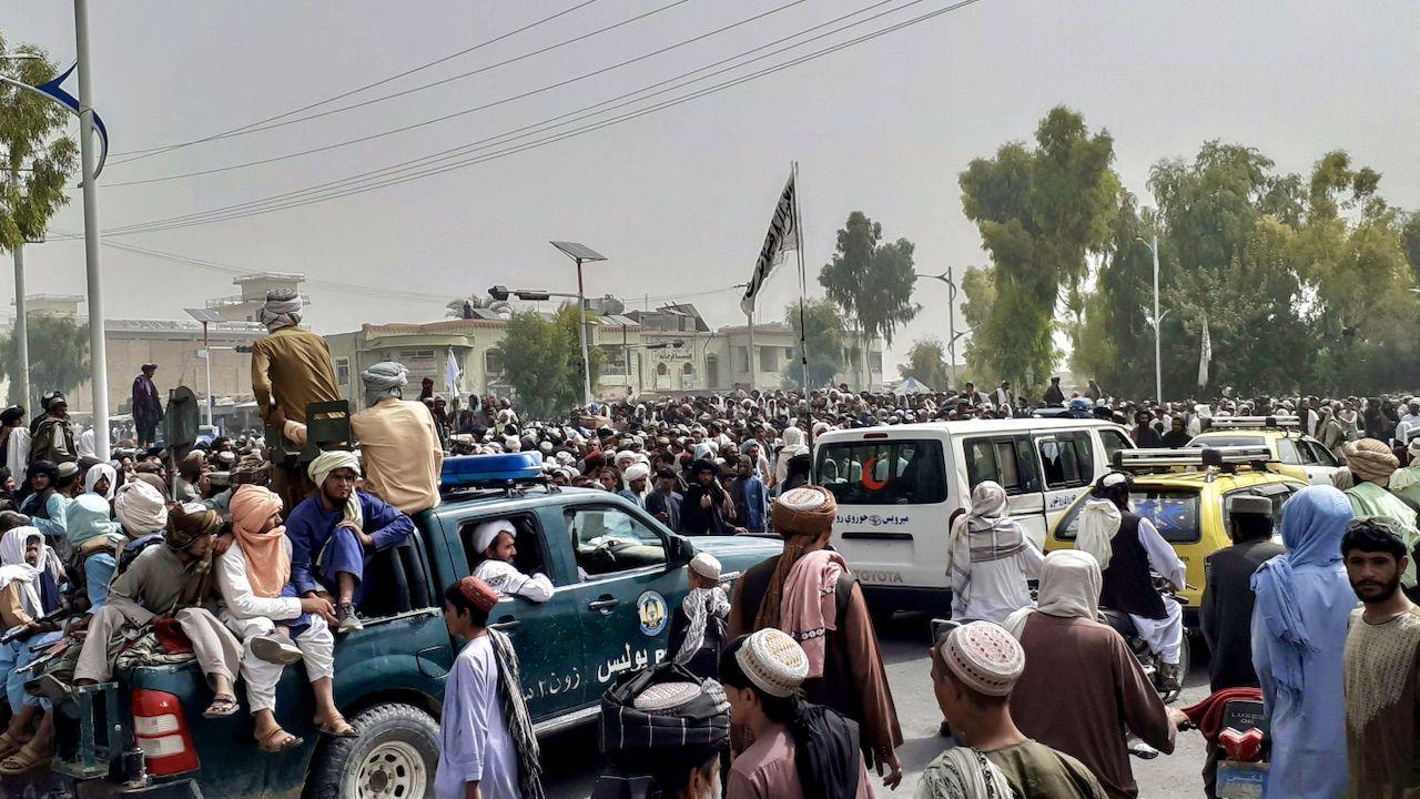 Talibowie oficjalnie poinformowali o zajęciu stolicy Afganistanu (fot. PAP/EPA/STRINGER)