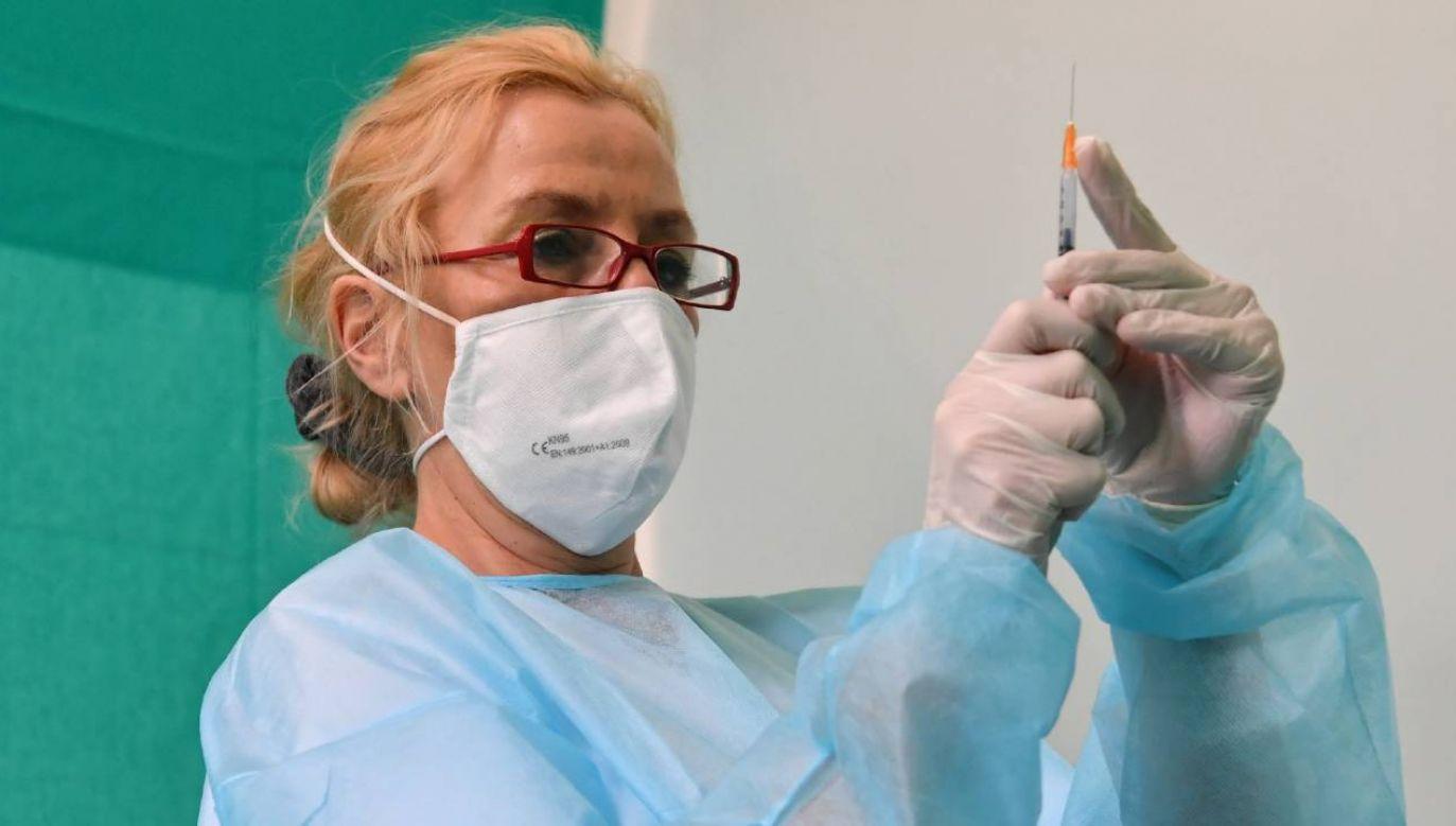 W drugiej dekadzie maja ruszą szczepienia w zakładach pracy i przedsiębiorstwach (fot. PAP/Piotr Nowak)