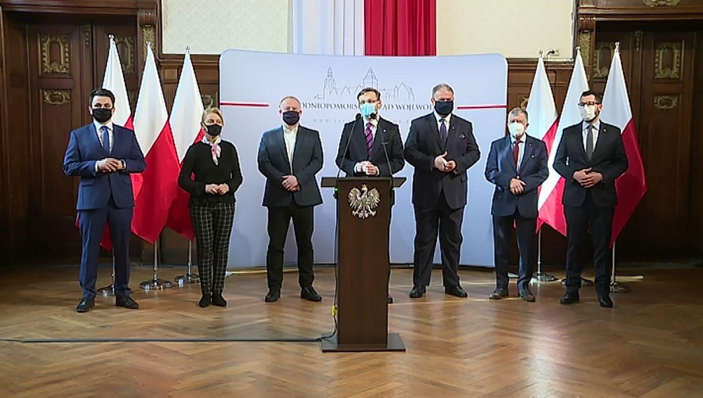 Zdaniem m.in. posłów PO pieniądze zostały rozdane według politycznego klucza (fot. TVP Szczecin)
