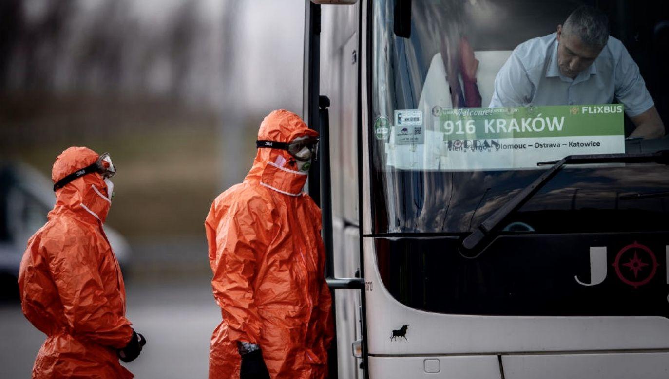 Zakażenia SARS-CoV-2 wśród pracowników transgranicznych ujawniły obowiązkowe testy (fot. Lukas Kabon/Anadolu Agency via Getty Images)
