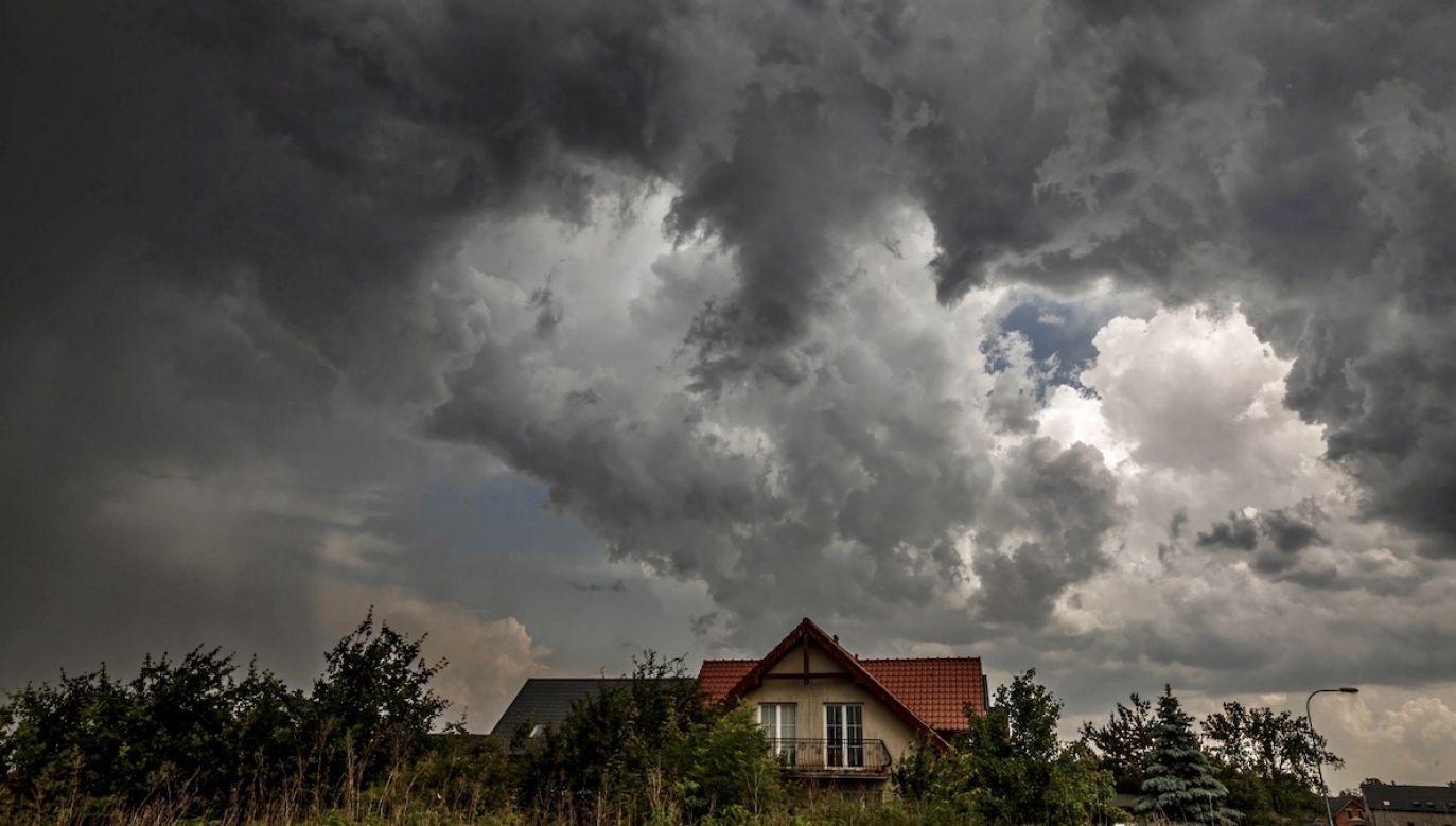 Zalecana ostrożność i śledzenie komunikatów o pogodzie (fot. PAP/Aleksander Koźmiński)