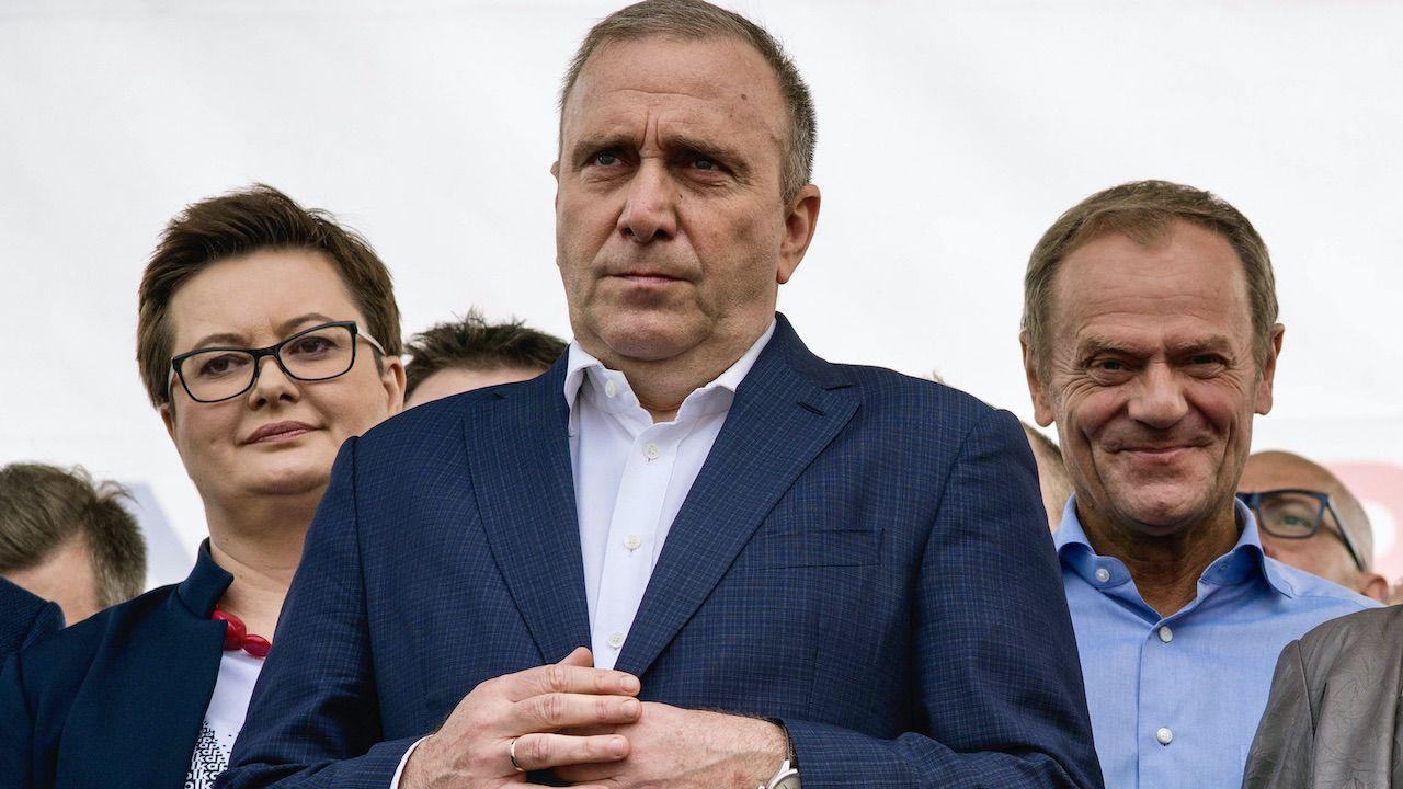 Od prawej: Donald Tusk, Grzegorz Schetyna, Katarzyna Lubnauer (fot. Attila Husejnow/SOPA/LightRocket/Getty Images)