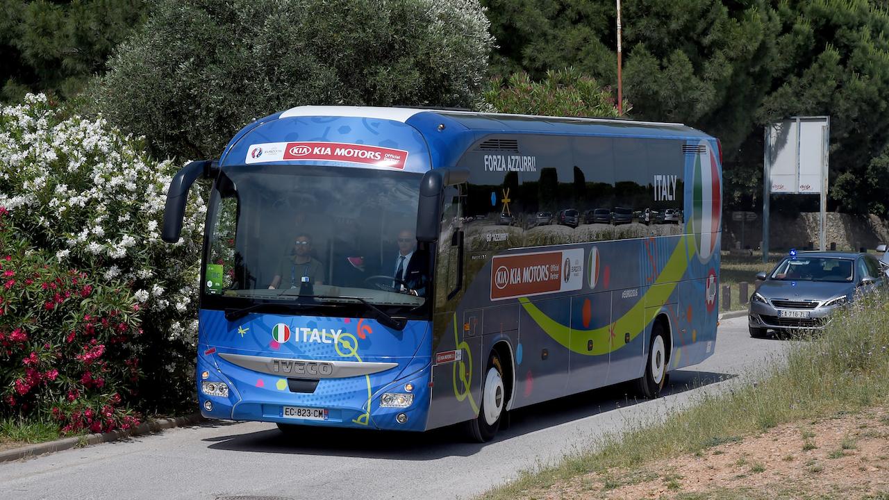 Autobus reprezentacji Włoch nie odjedzie bez pewnego pasażera... (fot. Getty)