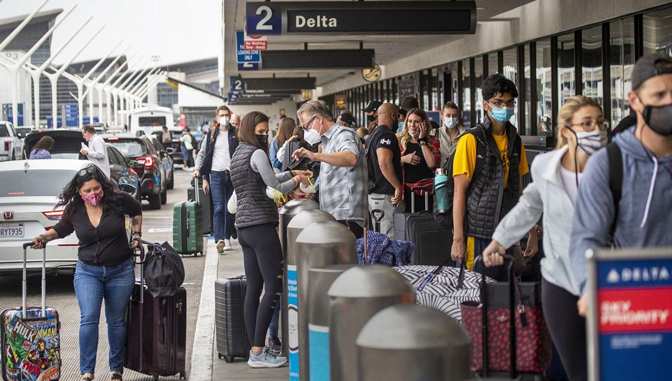 W wielu innych krajach ograniczono wydawanie wiz przez konsulaty (fot. Allen J. Schaben/Los Angeles Times via Getty Images)