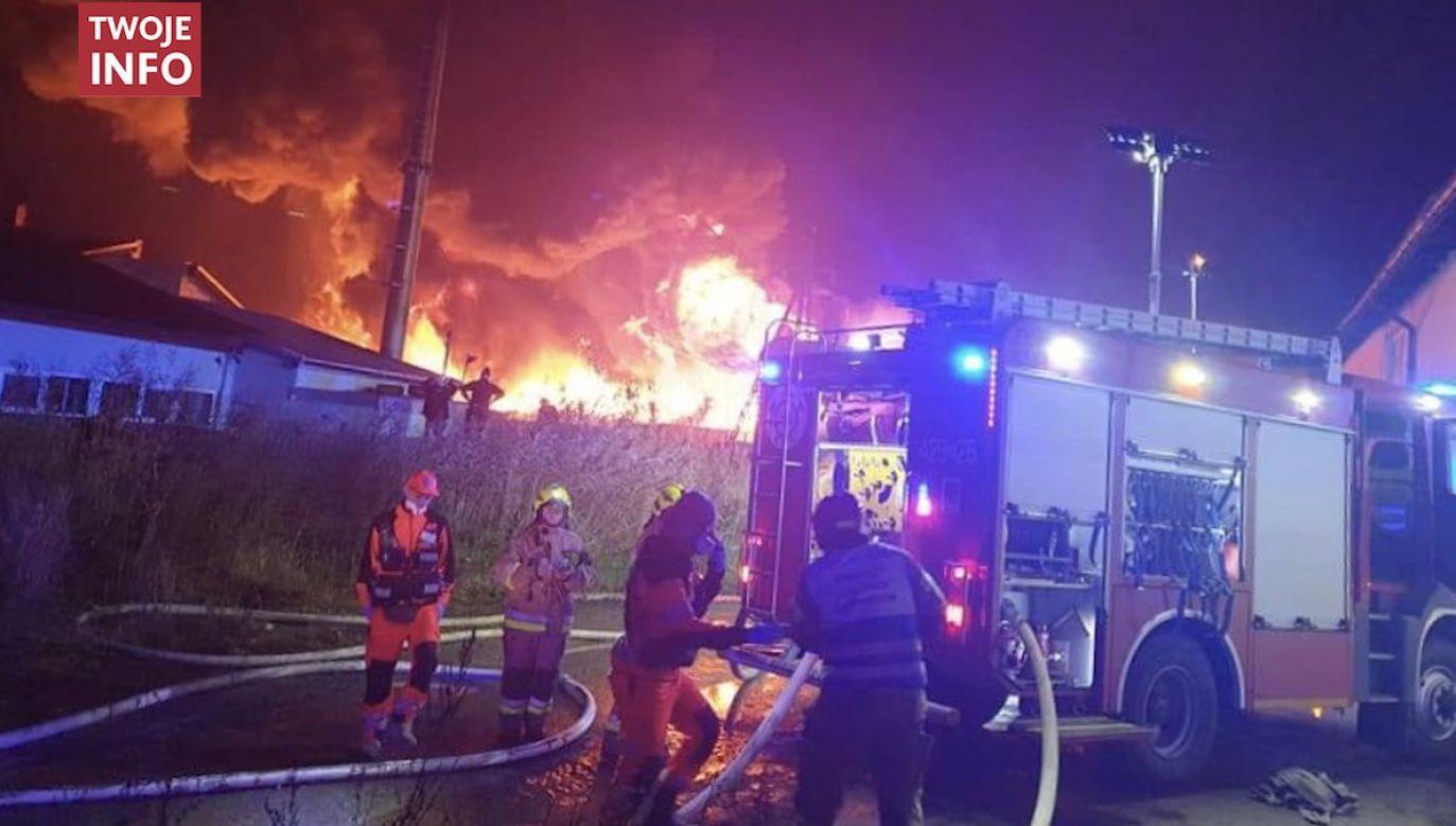 Gaszenie tego pożaru potrwa wiele godzin (fot. Twoje Info/Paweł Marwitz)