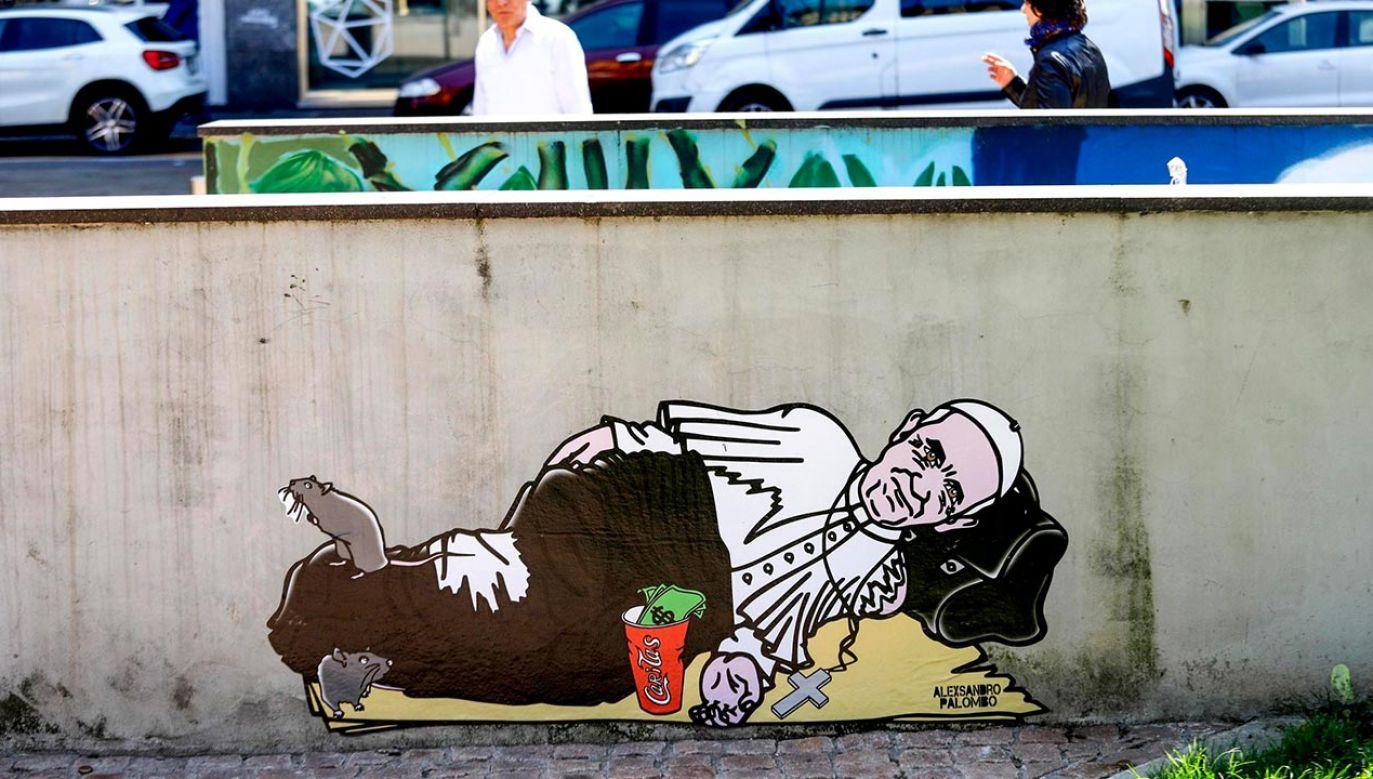 Na ulicach Mediolanu pojawiły się murale z papieżem Franciszkiem (fot. PAP/EPA/BALTI TOUATI MOURAD)