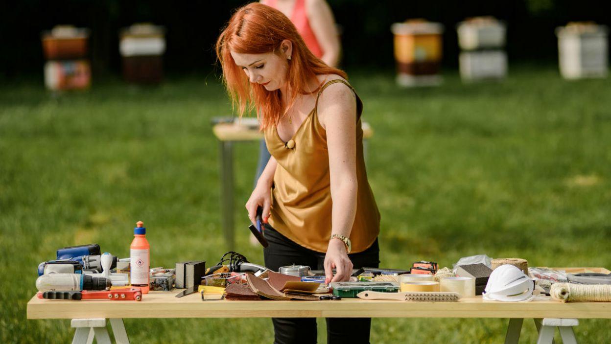 Ptaki zyskają nową jadłodajnie, dzięki pracy dziewczyn? (fot. P. Matey/TVP)