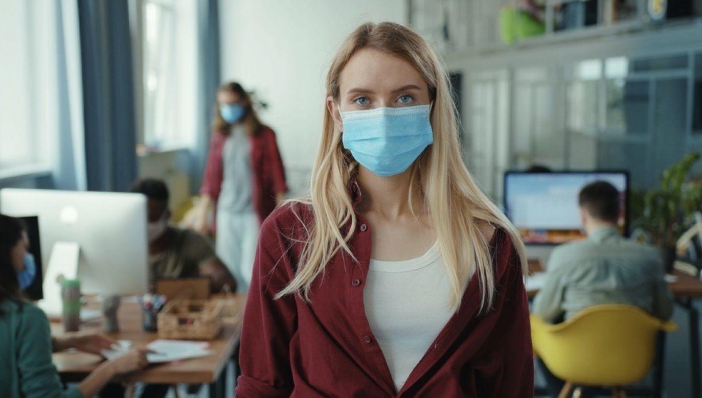 Nowe zasady związane z walką z epidemią Covid-19 (fot. Shutterstock/Fractal Pictures)