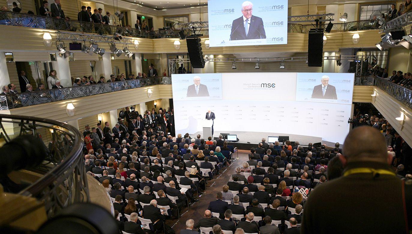Frank-Walter Steinmeier, otwierając Monachijską Konferencję Bezpieczeństwa, nawiązał też do rocznicy wyzwolenia niemieckiego nazistowskiego obozu Auschwitz (fot. PAP/ EPA/PHILIPP GUELLAND)