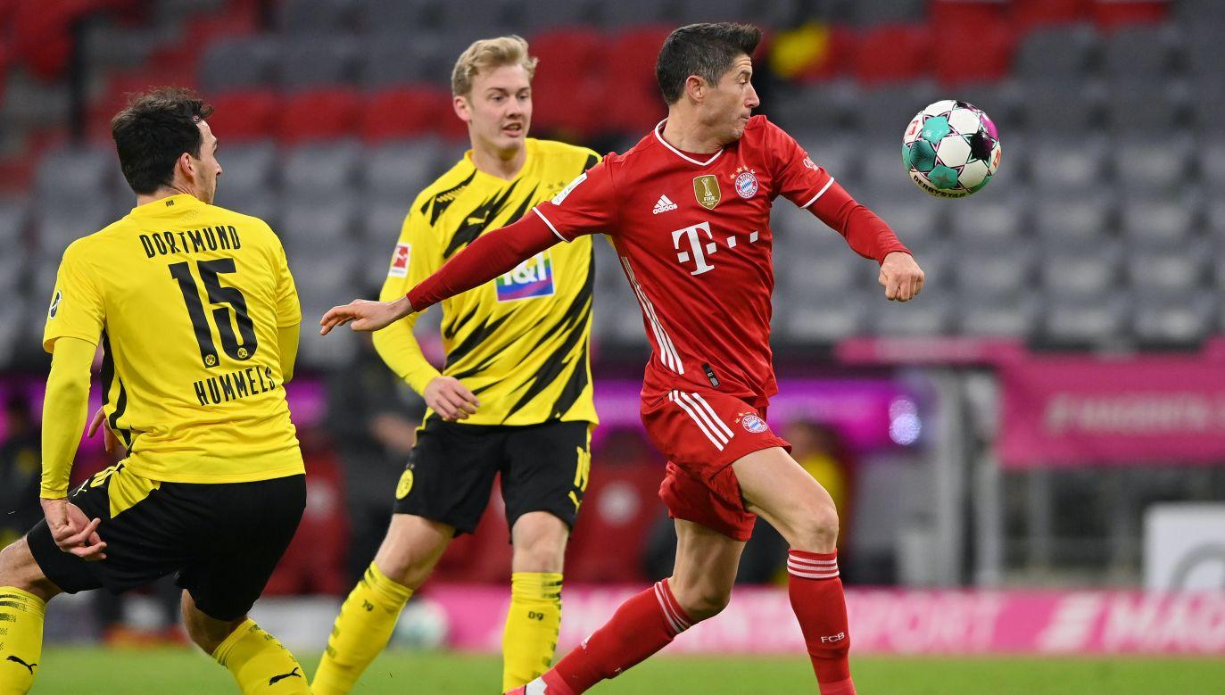 Robert Lewandowski strzela w tym sezonie gola za golem (fot. Getty Images)