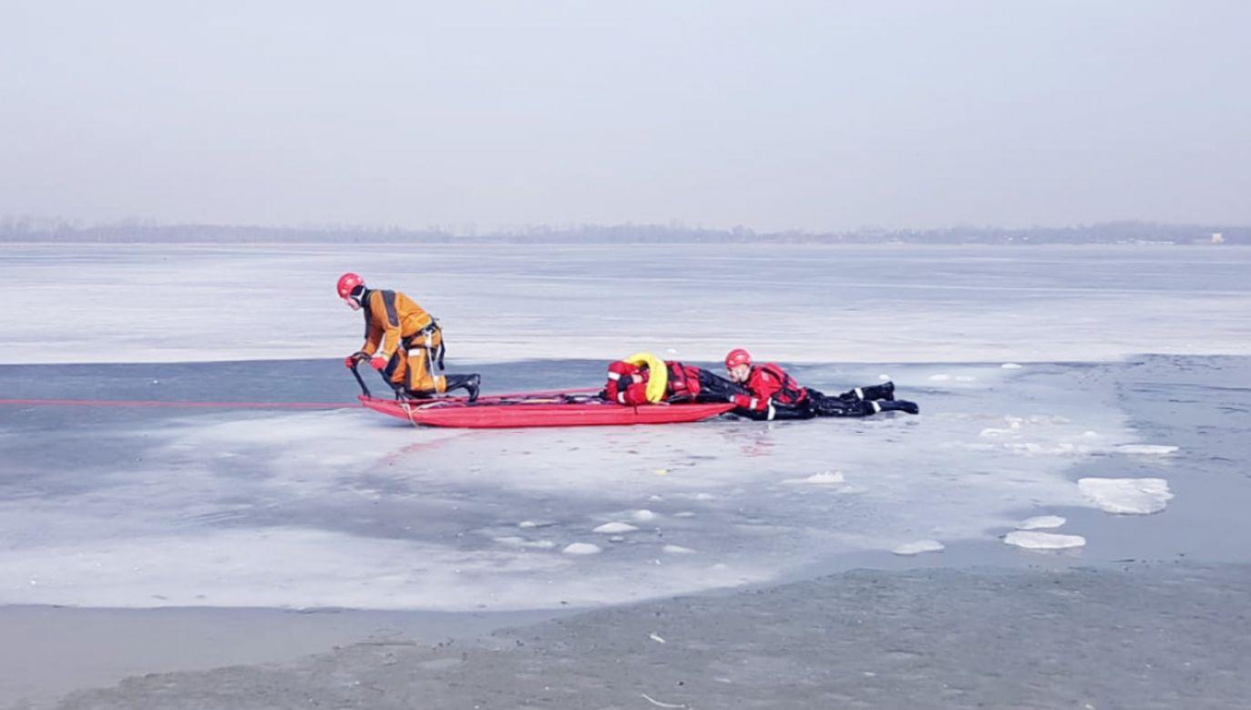 Załamał się lód pod 61-letnim łyżwiarzem (fot. PSP Dąbrowa Górnicza; zdjęcie ilustracyjne)