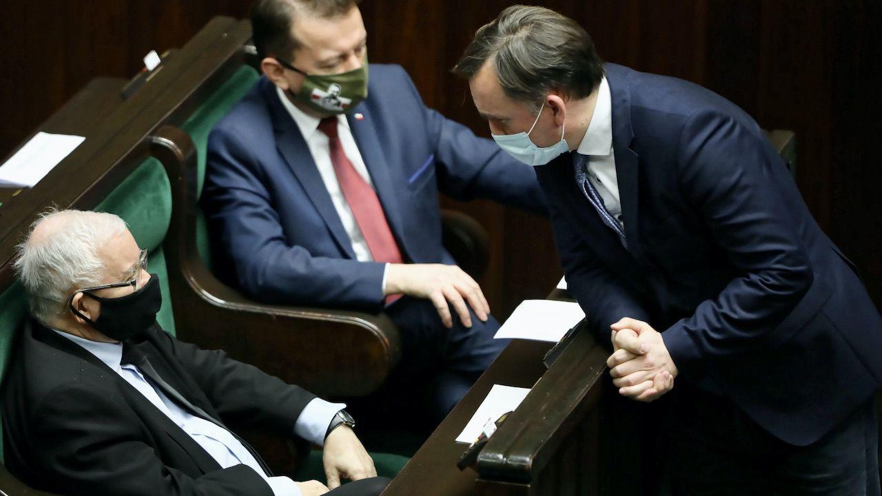 Partia Kaczyńskiego pracuje też nad pewnym wentylem bezpieczeństwa (fot. PAP/Wojciech Olkuśnik)
