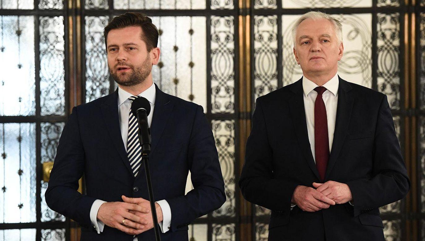Wiceminister Kamil Bortniczuk poszedł w ślady wicepremiera Jarosława Gowina i podał się do dymisji (fot. PAP/Radek Pietruszka)