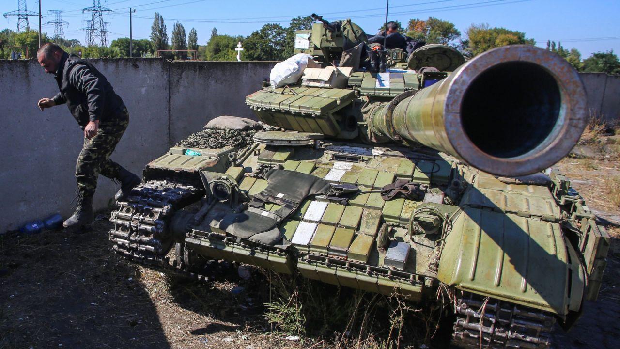 Na wschodzie Ukrainy mimo rozejmu wciąż trwają walki (fot. PAP/EPA/KONSTANTIN GRISHIN)